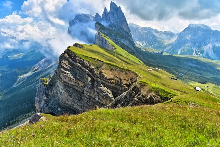 Odle-mountains-chain-separating-the-Funes-valley-from-the-Gardena-valley-taken-from-the-Seceda-refuge-Italian-alps